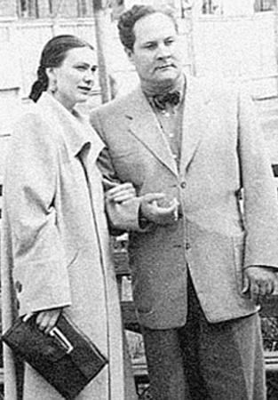 Галина Брежнева была влюблена в Игоря Кио (фото внизу), но ее отец воспротивился их браку. А семейная жизнь с первым мужем Милаевым  и Чурбановым (на следующем фото) у дочки генсека не сложилась.