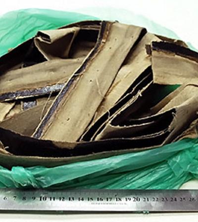 Оставшиеся в подрамниках части шедевра передали в пакете длямусора, перемотанном скотчем. Реставраторы были в шоке.