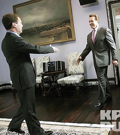 Дмитрий Медведев встретил Арнольда Шварценеггера.