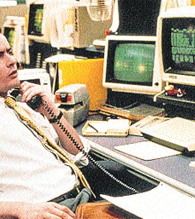 Новичков, подобных герою Чарли Шина из первого «Уолл-стрит», в реальности теперь не водится. По мысли Стоуна, столь невинному персонажу сейчас было бы не больше 15 лет.