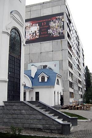 На месте одного из четырех разрушенных подъездов построили храм.