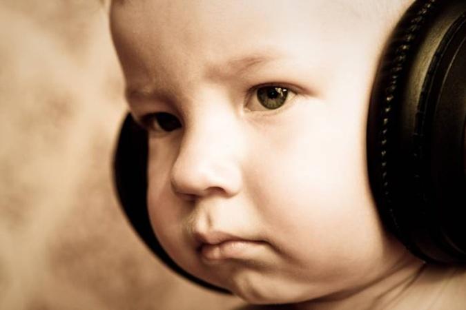 Чтобы не слышать шансона, можно в наушниках наслаждаться песенками Шаинского.Фото с сайта www.photosight.ru