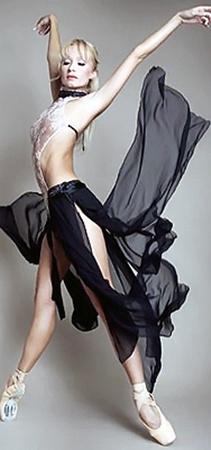 Балетоманы привыкли видеть Карину в красивых сценических костюмах...