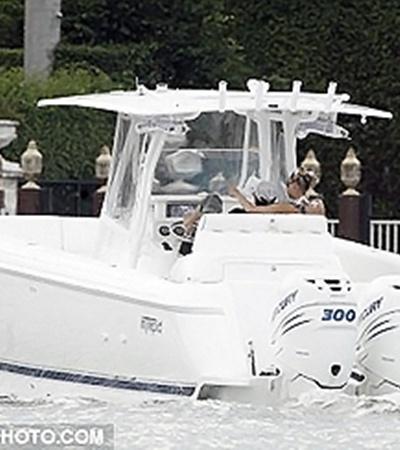 Парочка отдыхала в Майами на борту своей яхты. Фото: Daily Mail.