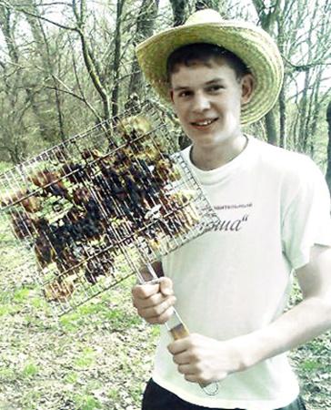 Пассажиру автобуса Антону Евдомахе было всего 18 лет.