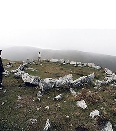 Остатки древних строений.