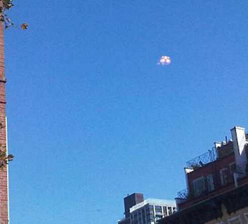 НЛО летал долго и очевидцы успевали делать снимки.