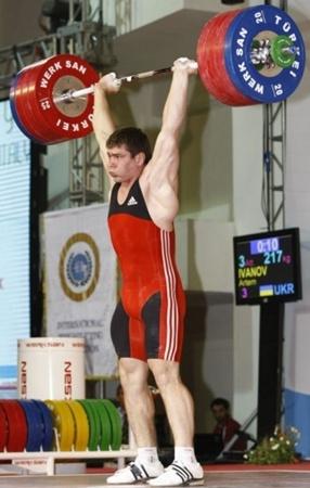 www.novaya.com.ua. Побить мировой рекорд Артему помешал неправильный хват.