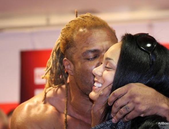 Бриггс со своей женой. Фото с сайта allboxing.ru.