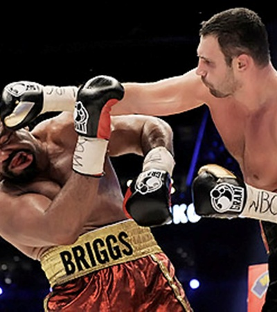 Бриггс устоял на ногах под шквалом мощных ударов Кличко, но после боя все же попал в больницу.