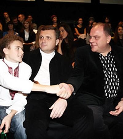 Пока Сергей Левочкин с волнением ожидал дебюта супруги, Левочкин-младший налаживал контакты с министром культуры Михаилом Кулиняком и режиссером Анатолием Соловьяненко.