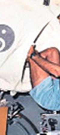 Астронавт ESA Ваббо Окелс в космическом спальном мешке.