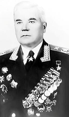 Маршал Неделин требовал, чтобы запуcк ракеты не переносили, остался на стартовой площадке и погиб.