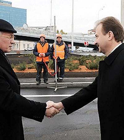 Азаров и Попов вскоре откроют еще один обновленный объект - Московскую площадь.