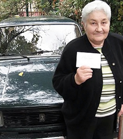 Крымчанка Лидия Демская с огромными мытарствами доставила выигранный автомобиль в Крым. Но так на нем и не ездит...