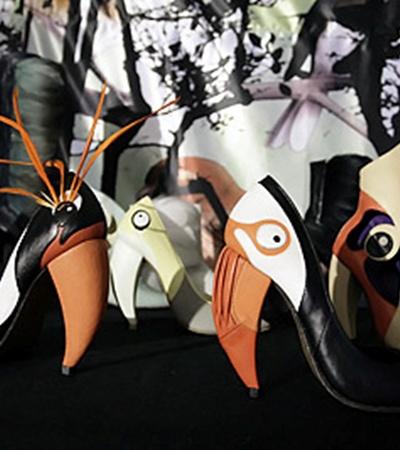 Обувь в виде райских птиц сделает походку любой модницы летящей.