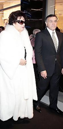 Тамару Синяскую поддержал друг Муслима Магомаева бизнесмен Арас Агаларов.