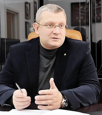 Депутат от ХДС Олег Новиков считает, что все проблемы должны решаться по месту жительства человека.