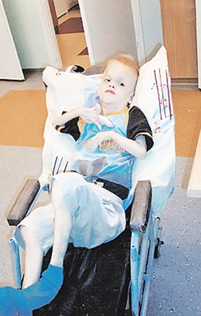 Mальчик был неизлечимым инвалидом.