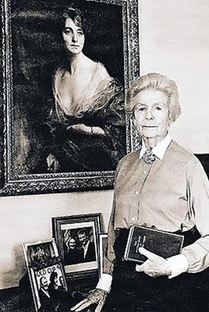 Герцогиня Дебора Митфорд выждала долгие десятилетия, перед тем как поведать тайны своей семьи.