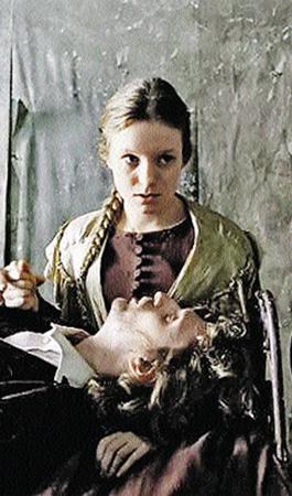Кадр из фильма «Преступление и наказание». Сонечка Мармеладова с Раскольниковым.