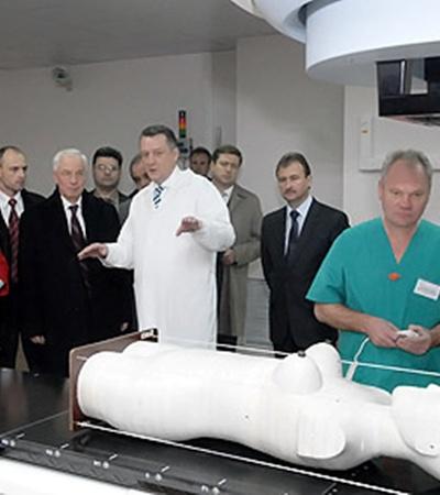 Николай Азаров на открытии первого в СНГ Центра ядерной медицины при Киевской онкологической больнице.
