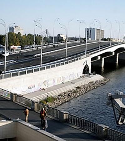 В Киеве открылось движение транспорта по Гаванскому мосту, соединяющему Оболонь и Подол.
