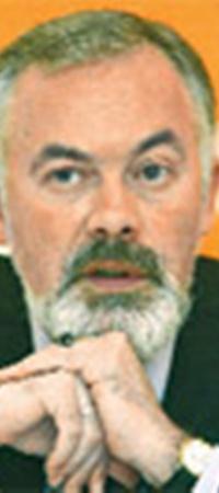 Инициатором идеи стал министр образования Украины Дмитрий Табачник.