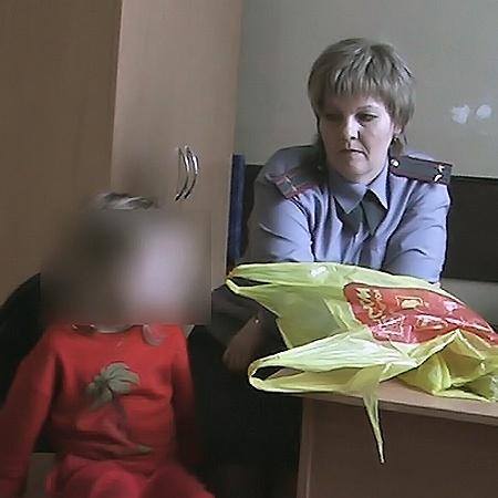 Маленькую Вику уже приводили в милицию после того, как ее люди находили одну на улице.