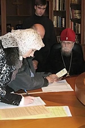 Владыка Никодим проголосовал на дому.