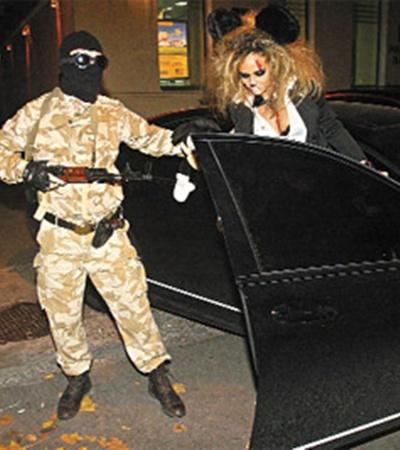 Окровавленная Маша Фокина явилась с вооруженной охраной.