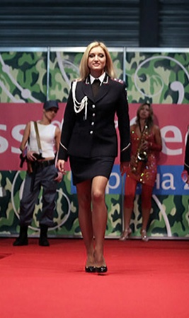 «Вице-мисс секьюрити» Ирине Шинкаренко форма курсанта академии МВД очарования только добавляет.