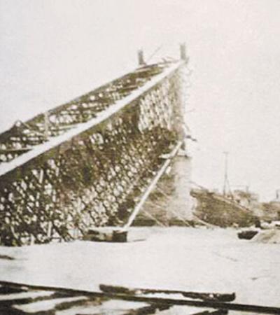 Мост им. Евгении Бош взорвали в сентябре 41-го отступающие советские войска.