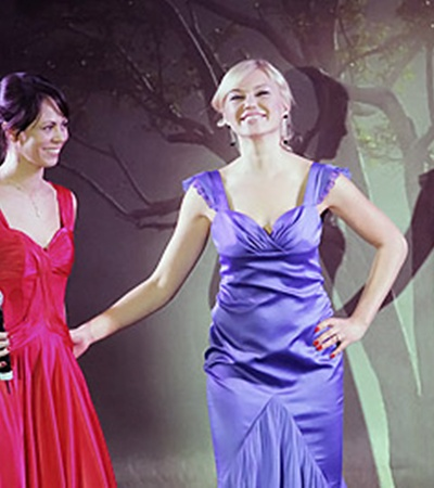 Наталья Кличко (слева) пустила с молотка свое собственное платье (справа).