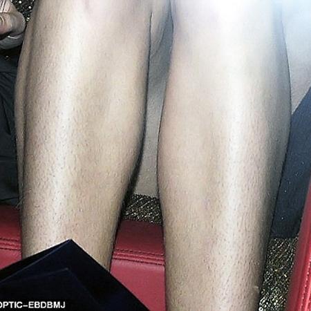 Однако волосатые ножки супермодели явно не добавляли ей шарма.