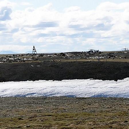 В 1949 году здесь шла добыча руды, но работы продолжались недолго. Фото с сайта polarpost.ru.