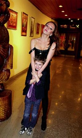 Альбина Джанабаева с сыном Костей от Валерия Меладзе.