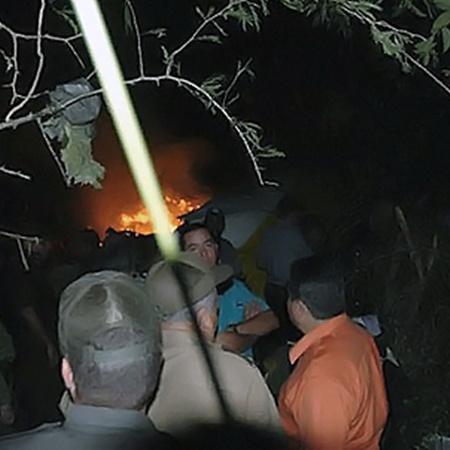 Долго не было известно, есть ли среди пассажиров и членов экипажа рухнувшего самолета живые люди.