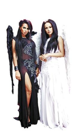 Настя Каменских и Мария Берсенева примерили крылья ангелов.
