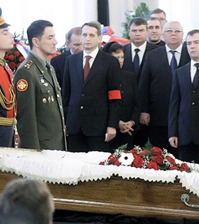 Леонид Кучма (во втором ряду) на похоронах еле сдерживал слезы.