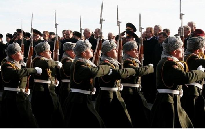 В параде приняли участие около 200 членов военно-исторических клубов из 3 стран