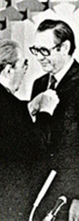 Петр Машеров (справа) был любимцем Белоруссии. На фото - Леонид Брежнев вручает ему очередную государственную награду.