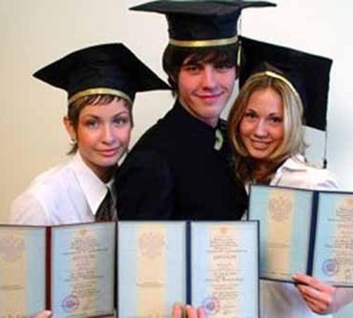 Устроиться на работу без диплома будет не так просто.Фото с сайта www.ua.readme.ru