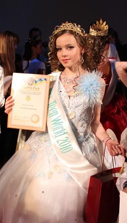 Титул девочка завоевала на международном конкурсе красоты «Мини-мисс и мини-мистер мира-2010».