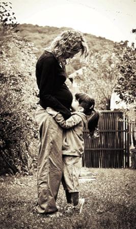«Любовь как наследственность». Автор - Юлия Романовская. ««Каждый ребенок мечтает о сестричке или братике. Маленькая Эстер шлет любовь еще не родившейся сестренке».