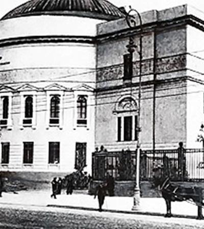 На средства Семена Могилевцева был построен Педагогический музей (ул. Владимирская, 57). В нем уже давно обосновался Дом учителя (фото внизу).