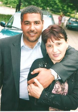 Елена с мужем Мохаммедом, который поддержал ее авантюрную идею поменяться семьями.
