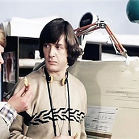 Кадр из фильма. В конструкторском бюро герои Кокшенова, Абдулова, Муравьевой (слева направо).