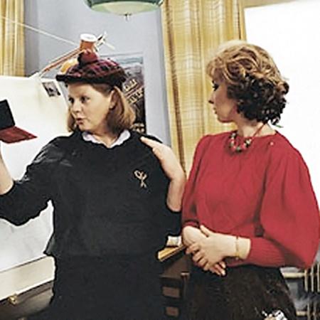 Кепочку с помпончиком для съемок Муравьевой дала из личного гардероба актриса Лариса Удовиченко (справа), сыгравшая в фильме Люсу Виноградову.