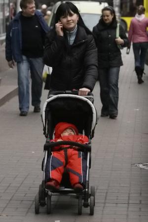 Тем, кто родит малыша в следующем году,будут доплачивать вдвое больше